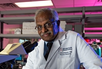 Dr. Mohanakumar at Norton Thoracic Institute Research Lab